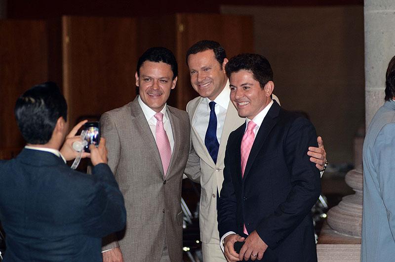 Pedro Fernández, Alan Tacher, Ernesto Laguardia, Míralos