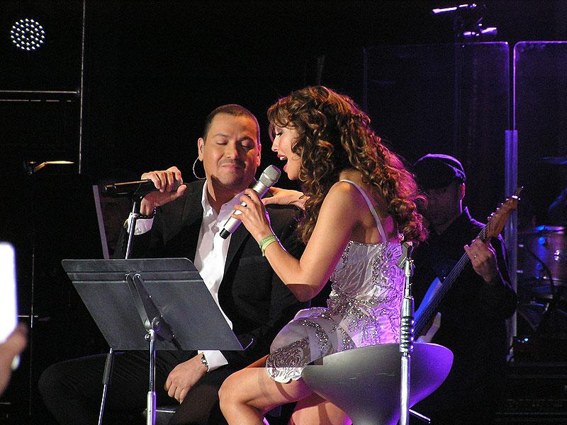 Thalía, Victor Manuelle, Míralos