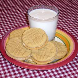 Sándwich de galleta rellena de crema de cacahate