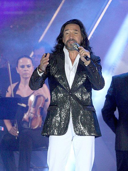 """Marco Antonio Solís """"El Buki"""", Míralos"""