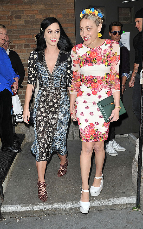 Katy Perry, Mira Moretti, Míralos