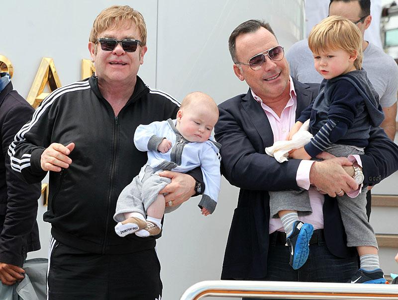 Elton John, David Furnish, Zachary, Elijah, Míralos