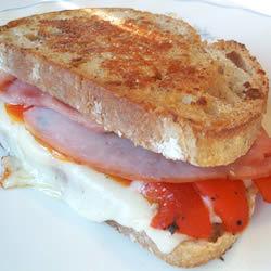 Sándwich de jamón y pimiento morrón