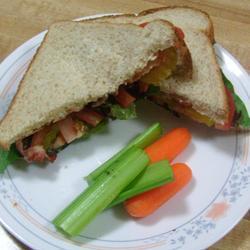 Sándwich de tocino, lechuga y jitomate