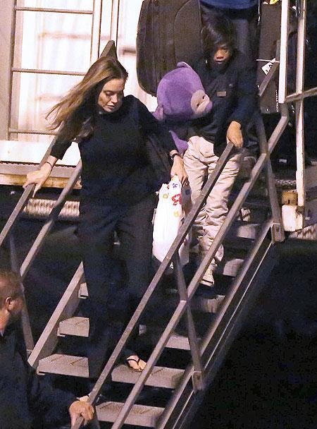Angelina Jolie, Son Pax, Míralos
