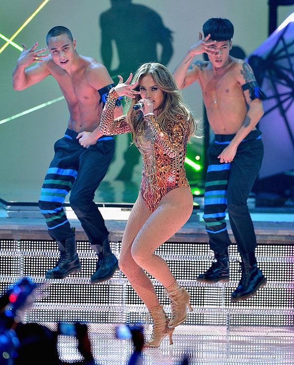 Jennifer López, Pitbull, Premios Juventud