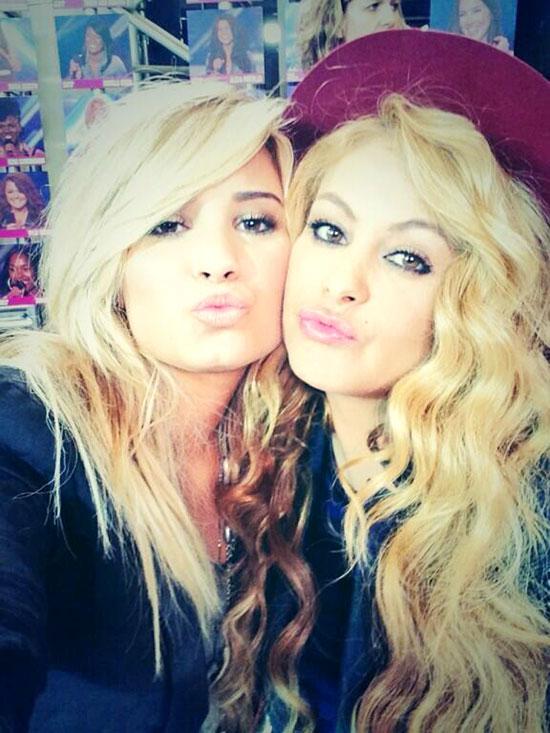 Paulina Rubio, Demi Lovato, Twitter