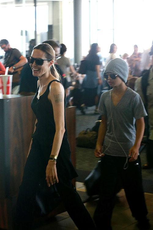 Angelina Jolie, Maddox, Míralos
