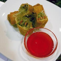 Rollos primavera con salsa de chile dulce