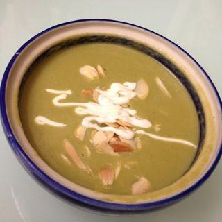 Crema fina de cilantro con nuez