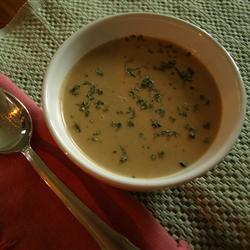 Sopa de cacahuate con crema