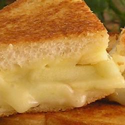 Sándwich de queso suizo y manzana