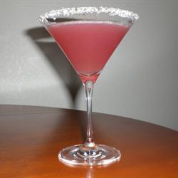 Coctel de vodka y jugo de arándano