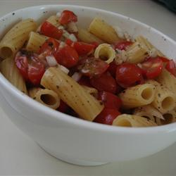 Pasta con salsa de jitomates frescos