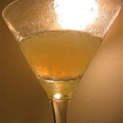 Coctel de ginebra con jugo de limón