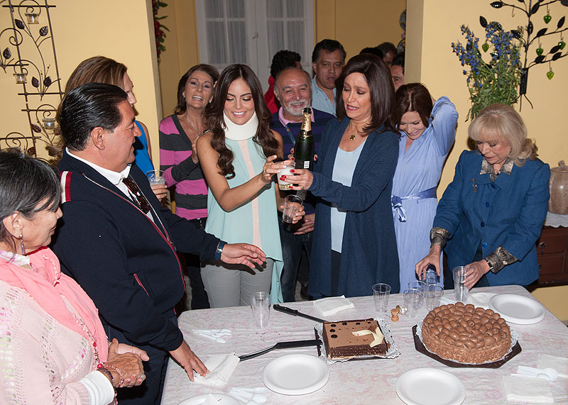 Daniela Romo, Ximena Navarrete, Míralos