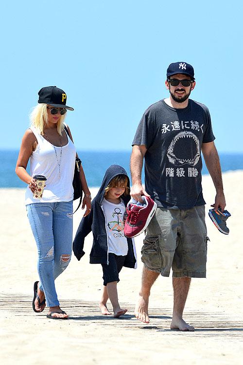 Christina Aguilera, Jordan Bratman, Max, Míralos