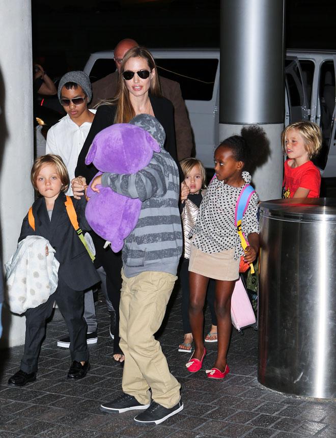 Angelina Jolie, Maddox, Shiloh, Pax, Zahara, Vivienne, Knox, Míralos