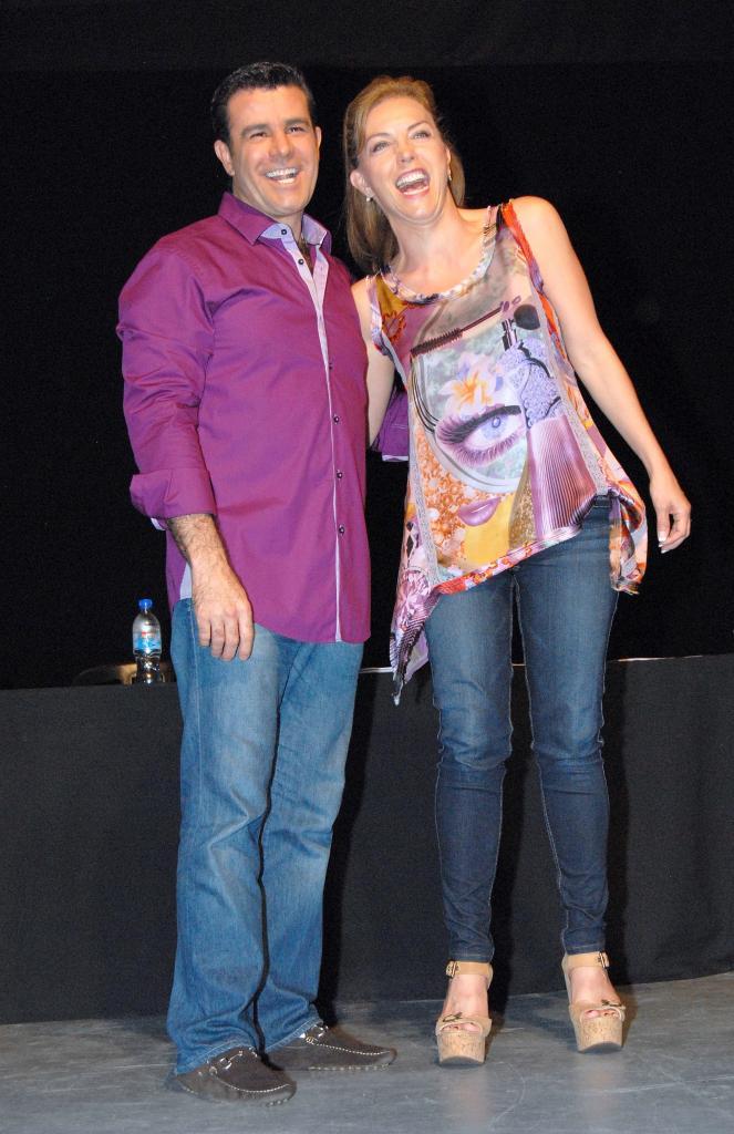 Eduardo Capetillo, Laura Flores, Míralos
