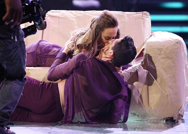 Mira quién baila, beso, María Elisa Camargo