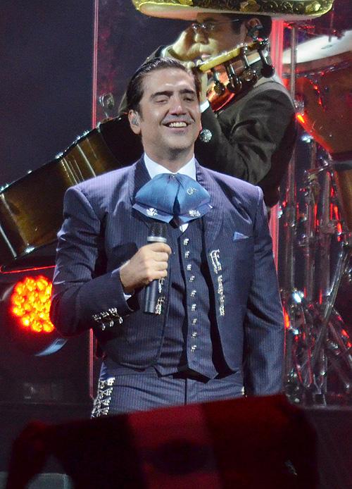 Alejandro Fernández, Vegas, independencia, México