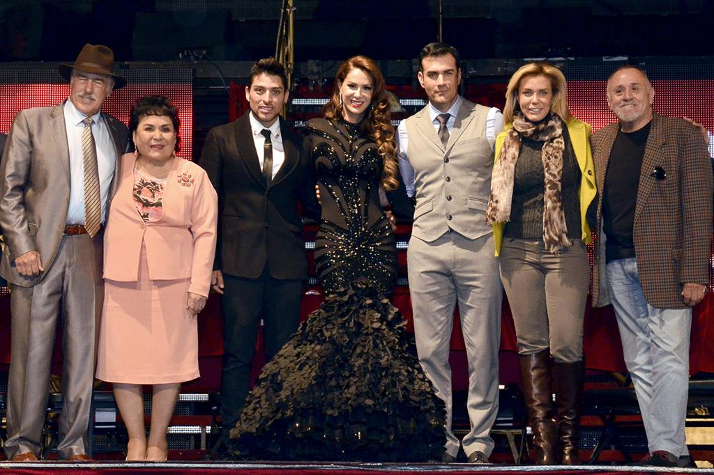 Ninel Conde, Sabine Moussier, David Zepeda, Andrés García, Carmen Salinas, Míralos