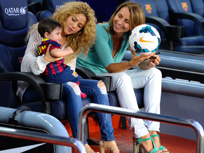Shakira; Montserrat Bernabéu, madre de Piqué
