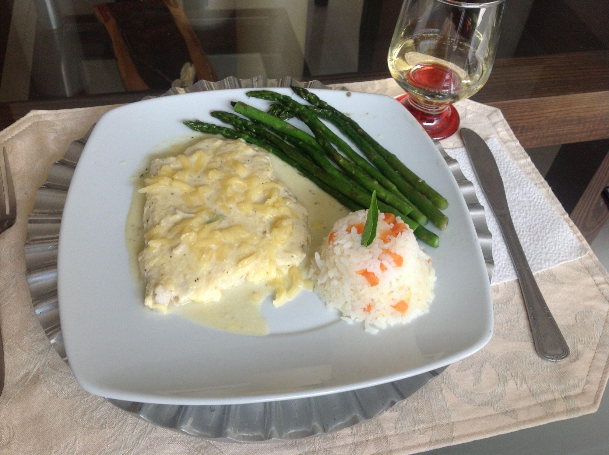 Filetes de pescado en salsa blanca