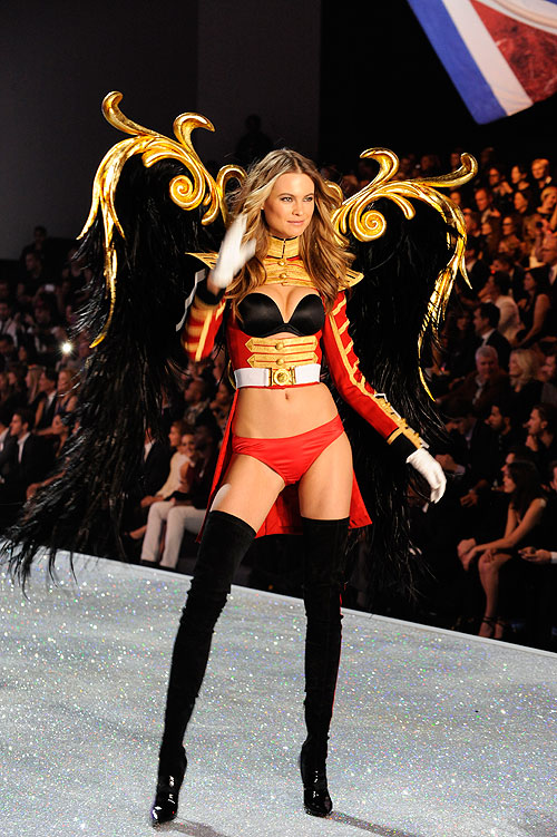 Behati Prinsloo, Victoria's Secret 2013