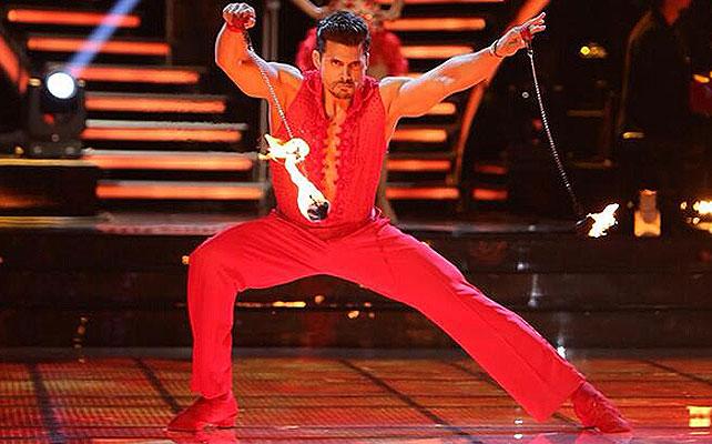 Pedro Moreno, Mira quién baila