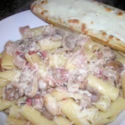 Pasta Penne con Tocino y Champiñones