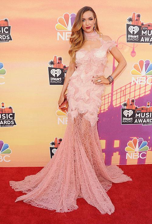 Courtney Bingham, iHeartRadio Music Awards 2014, Ellas