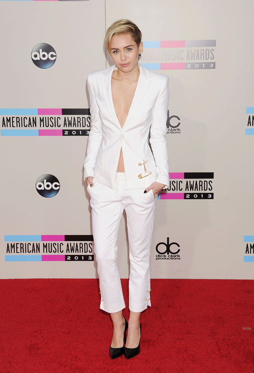 American Music Awards, MILEY CYRUS