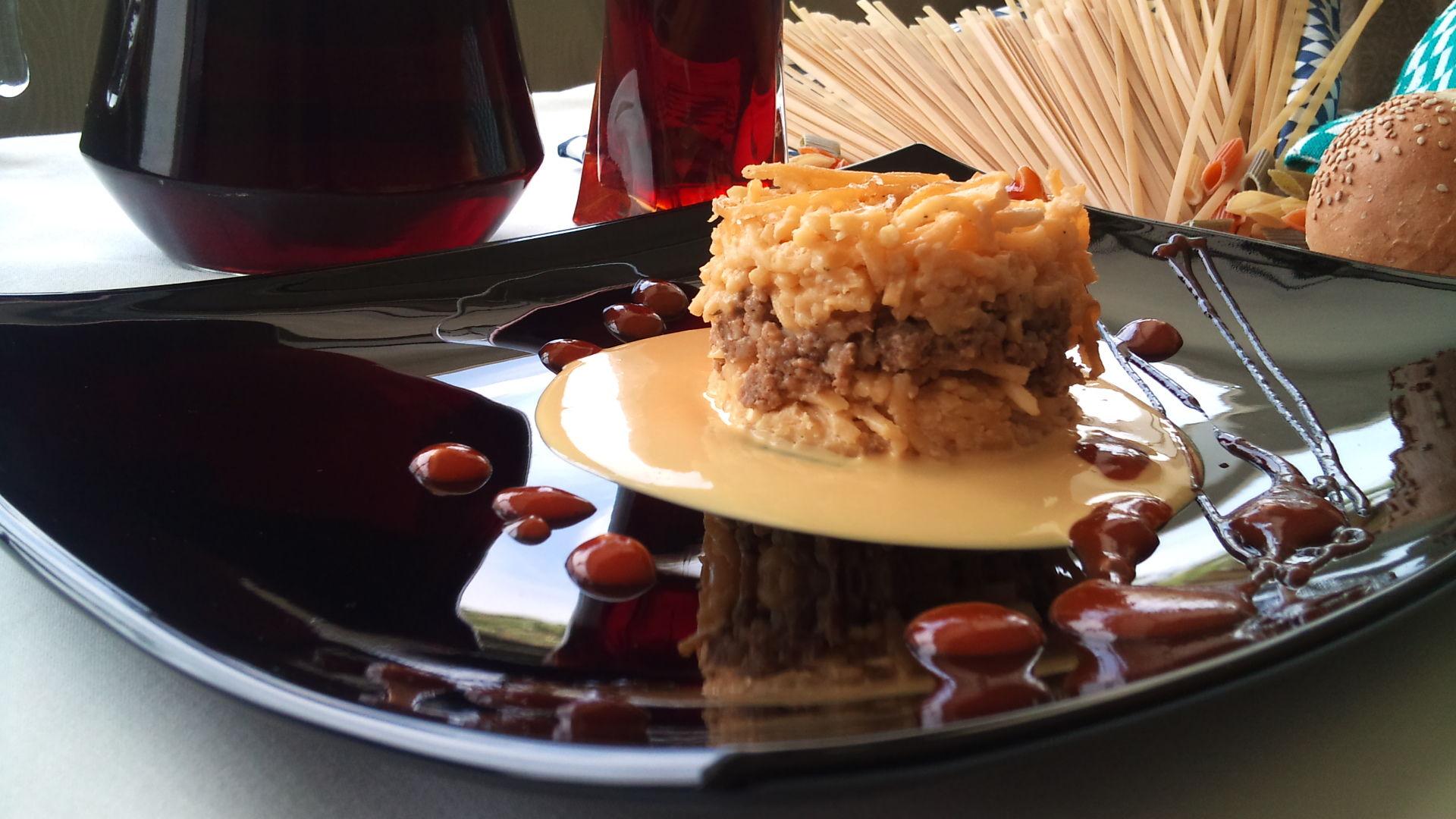 Molde de pasta con queso y carne