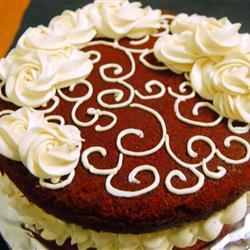 Pastel red velvet con betún de mantequilla