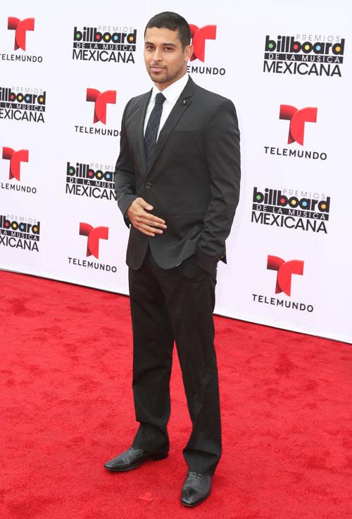Wilmer Valderrama, Mexican Billboards 2013, Ellos