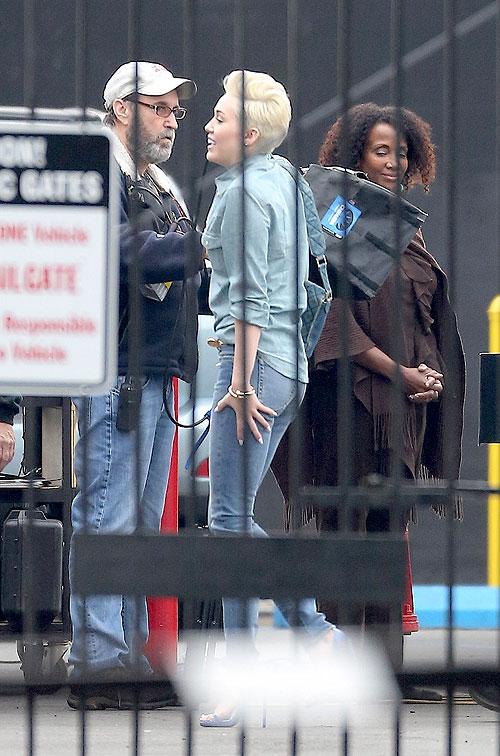 Miley Cirus, Míralos