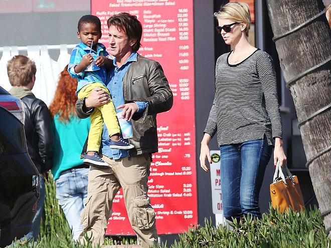 Sean Penn, Charlize Theron, Jackson Theron, Míralos