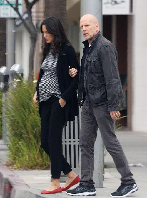 Bruce Willis, Emma Hering, Míralos