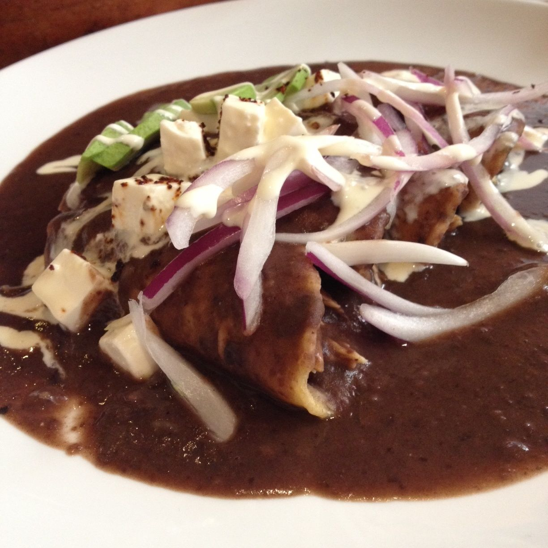 Enfrijoladas de Oaxaca con panela