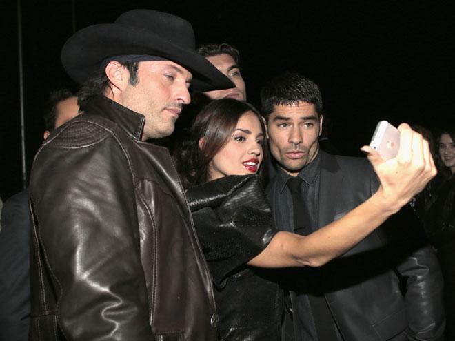 Eiza González, Robert Rodríguez, DJ Cotrona, Míralos