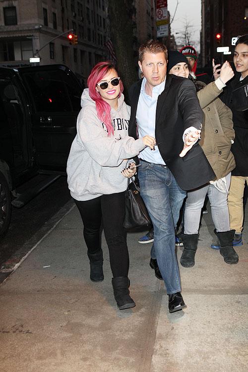 Demi Lovato, Míralos