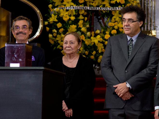 Mercedes Barcha, viuda de García Márquez, y sus hijos Rodrigo y Gonzalo