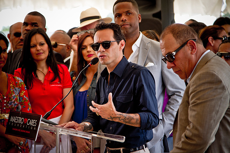 Marc Anthony, Miralos