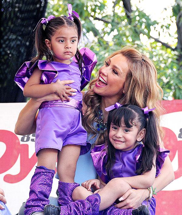 Thalía, Míralos