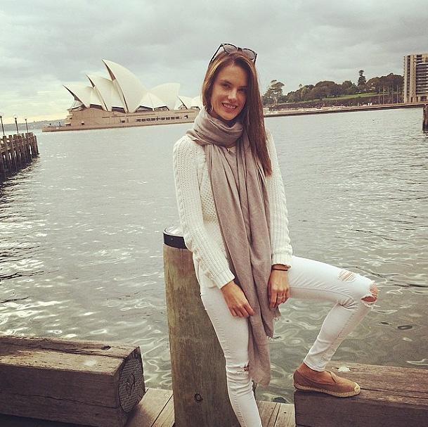 Alessandra Ambrosio, redes sociales