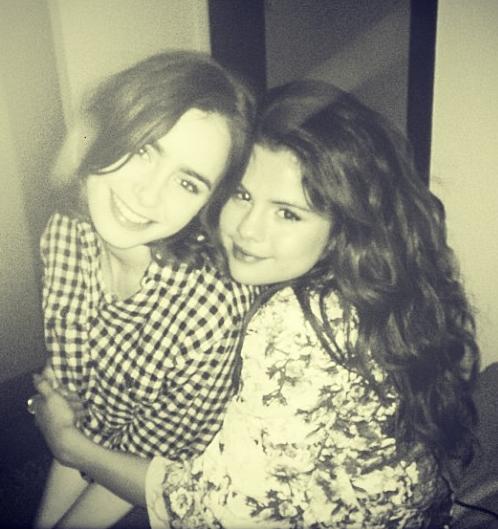 Selena Gómez, Lily Collins, Sin filtro