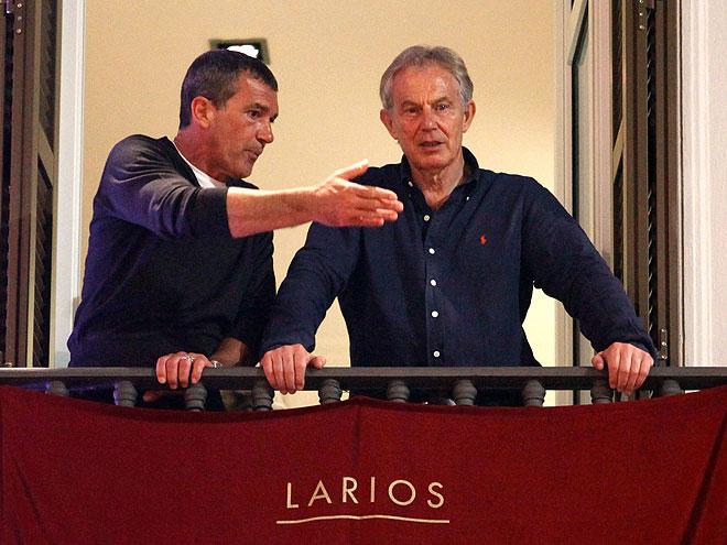 Antonio Banderas, Tony Blair, Míralos