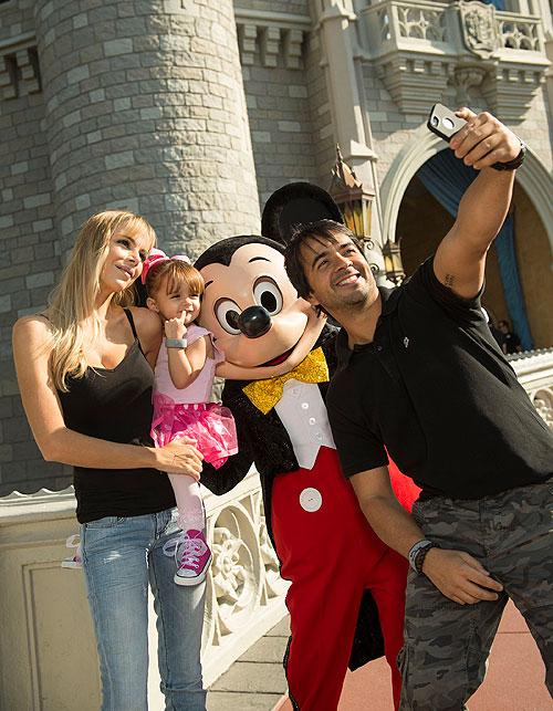Luis Fonsi, Águeda López, Mikaela, Micky Mouse, Disney