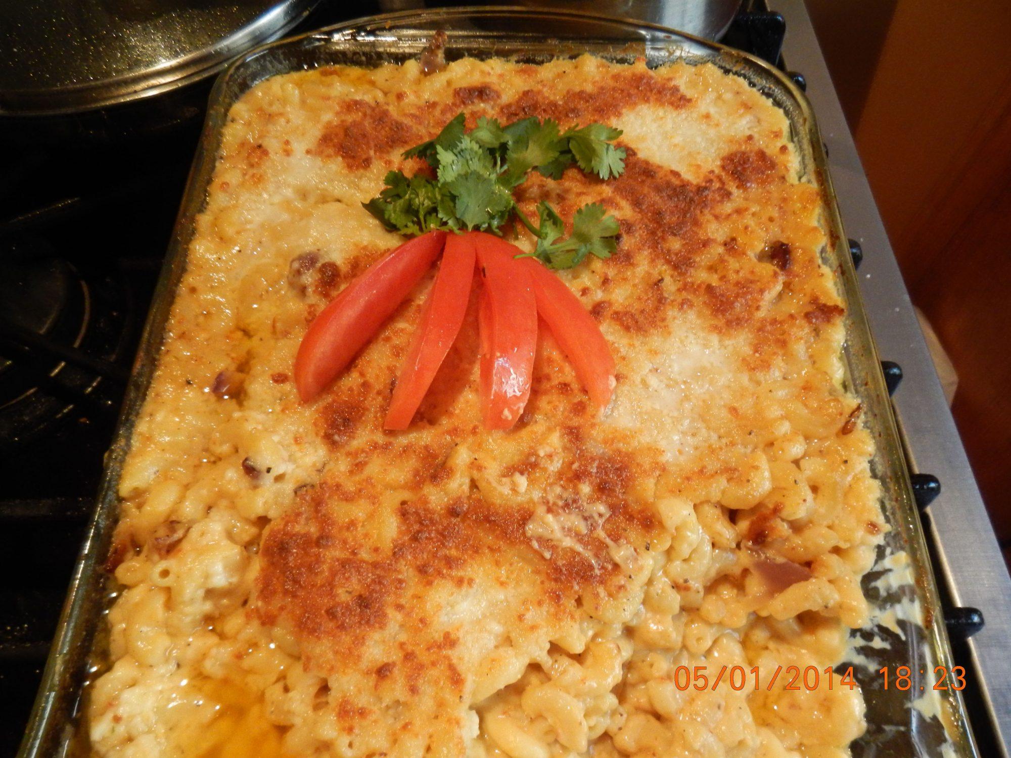 Pasta de coditos con queso y tocino